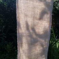 Echarpe lin, teinte au champignon d'eucalyptus à Madagascar