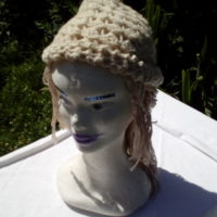 Bonnet blanc, mouton, crochet, filé main
