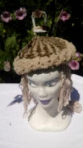 Béret, mouton, teinture naturelle, filé main, métier à clous, crochet