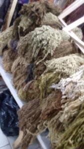 pure laine de mouton chez Rincón de Angel, à Puerto Montt, sud du Chili, teinture naturelle, beaucoup de tanins