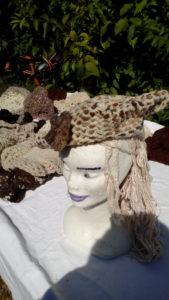 Béret pa fleur, hexagonal, blanc et beige, mouton, naturel, crochet, filé main