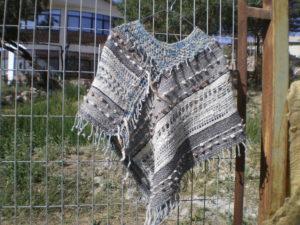 Poncho en laine d'alpaga au point de gase