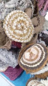 Bonnets avec motifs de couleur