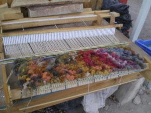 Petite pièce tissée, avec des restes de laines teintes naturellement