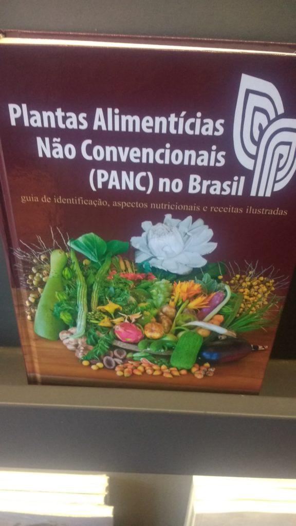 Livre sur les plantes et arbres comestibles au Brésil