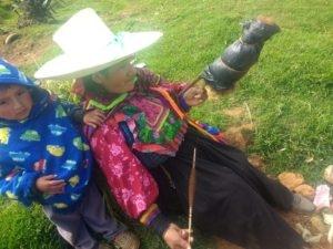 Femme d'Incahuasi, Pérou, filant la laine